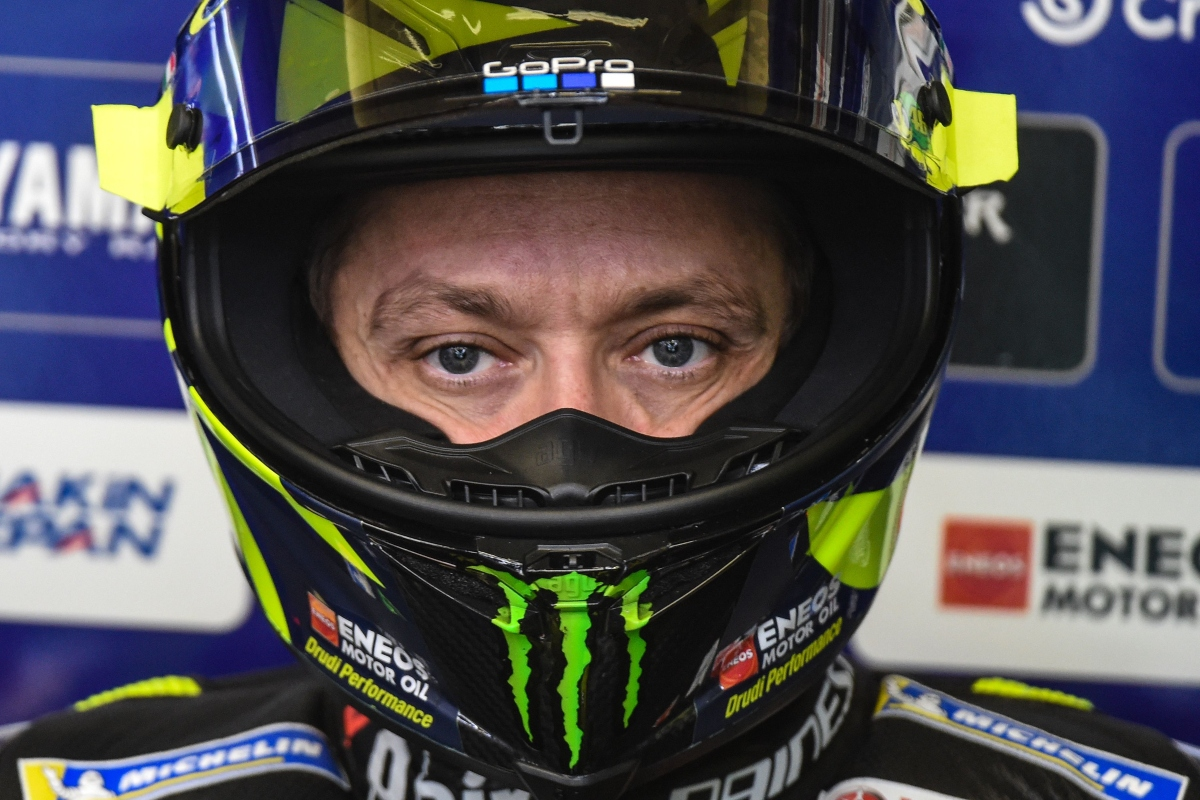 Valentino Rossi nel box Yamaha (Getty Images)