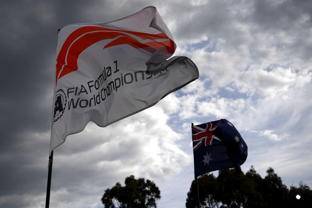 La bandiera della Formula 1 nel paddock del Gran Premio d'Australia a Melbourne