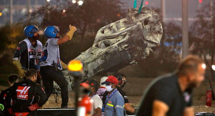 I rottami della Haas di Romain Grosjean dopo l'incidente al Gran Premio del Bahrein