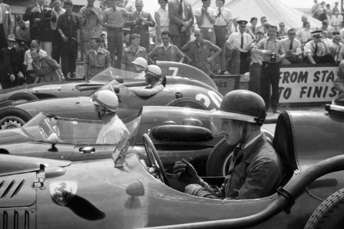 Mike Hawthorn nel 1958, ai tempi in cui correva con la Ferrari del direttore sportivo Romolo Tavoni