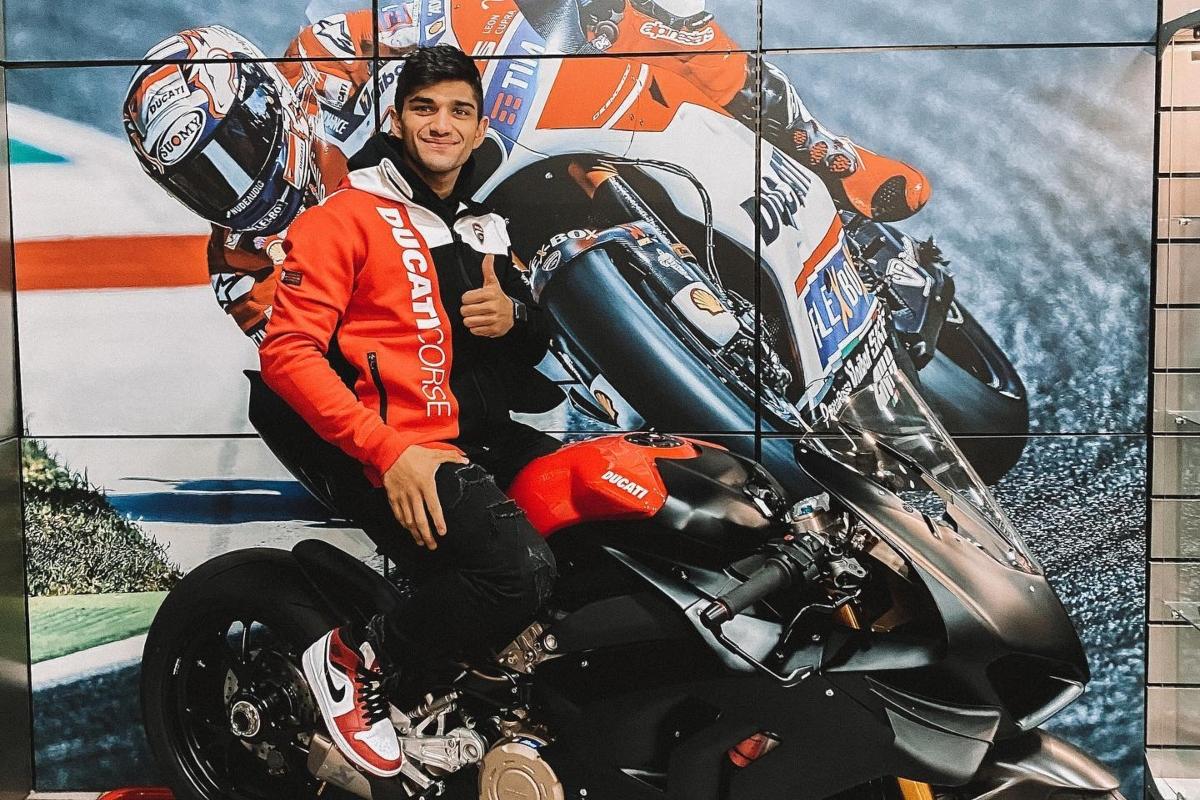 Jorge Martin a cavallo della Ducati Panigale V4 (Facebook)