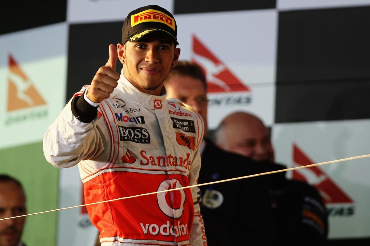 Lewis Hamilton ai tempi in cui era in McLaren festeggia sul podio (Getty Images)