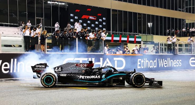 Lewis Hamilton alla guida della sua Mercedes (Getty Images)
