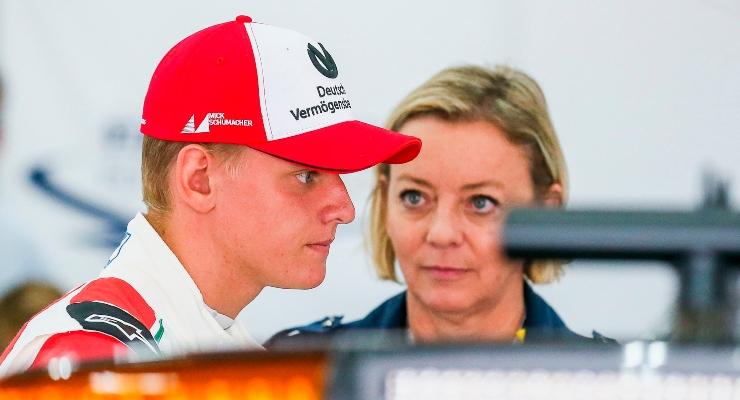 Mick Schumacher e Sabine Kehm (Getty Images)