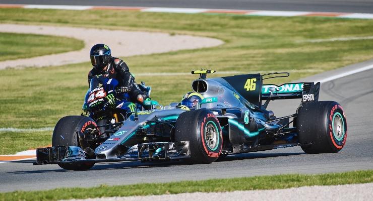 Valentino Rossi e Lewis Hamilton (Getty Images)