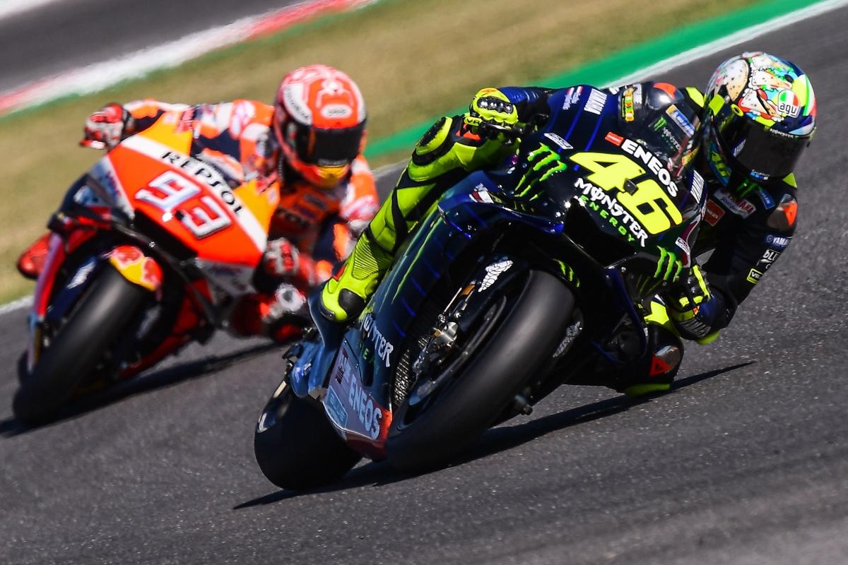 Valentino Rossi e Marc Marquez in pista (Getty Images)