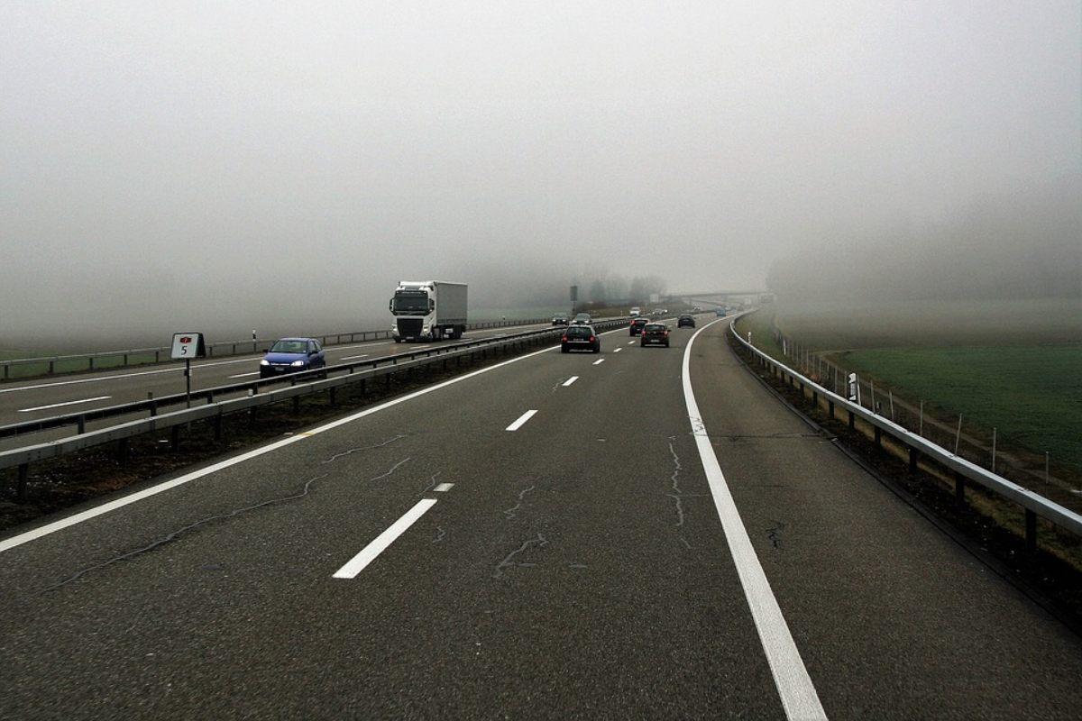 Nebbia in autostrada