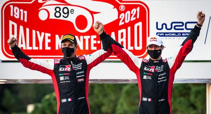 Sebastien Ogier e il suo copilota Julien Ingrassia festeggiano la vittoria al Rally di Montecarlo valido per il Wrc 2021