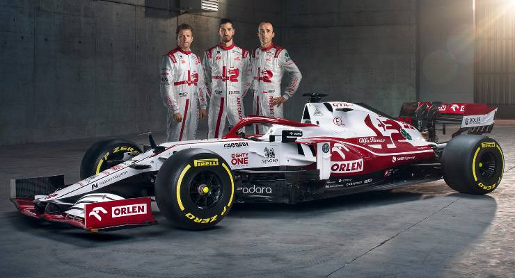 La nuova vettura con i piloti Kimi Raikkonen, Antonio Giovinazzi e Robert Kubica