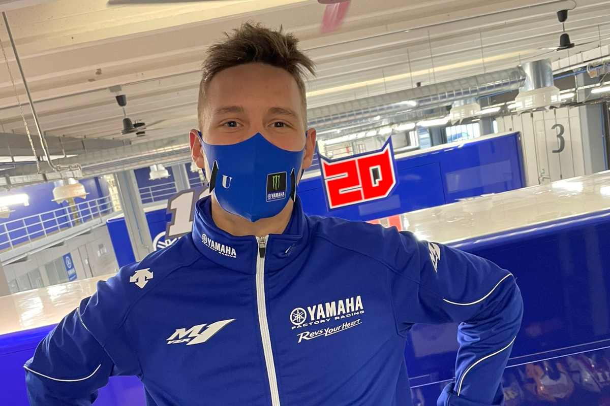 Fabio Quartararo con la divisa Yamaha ufficiale