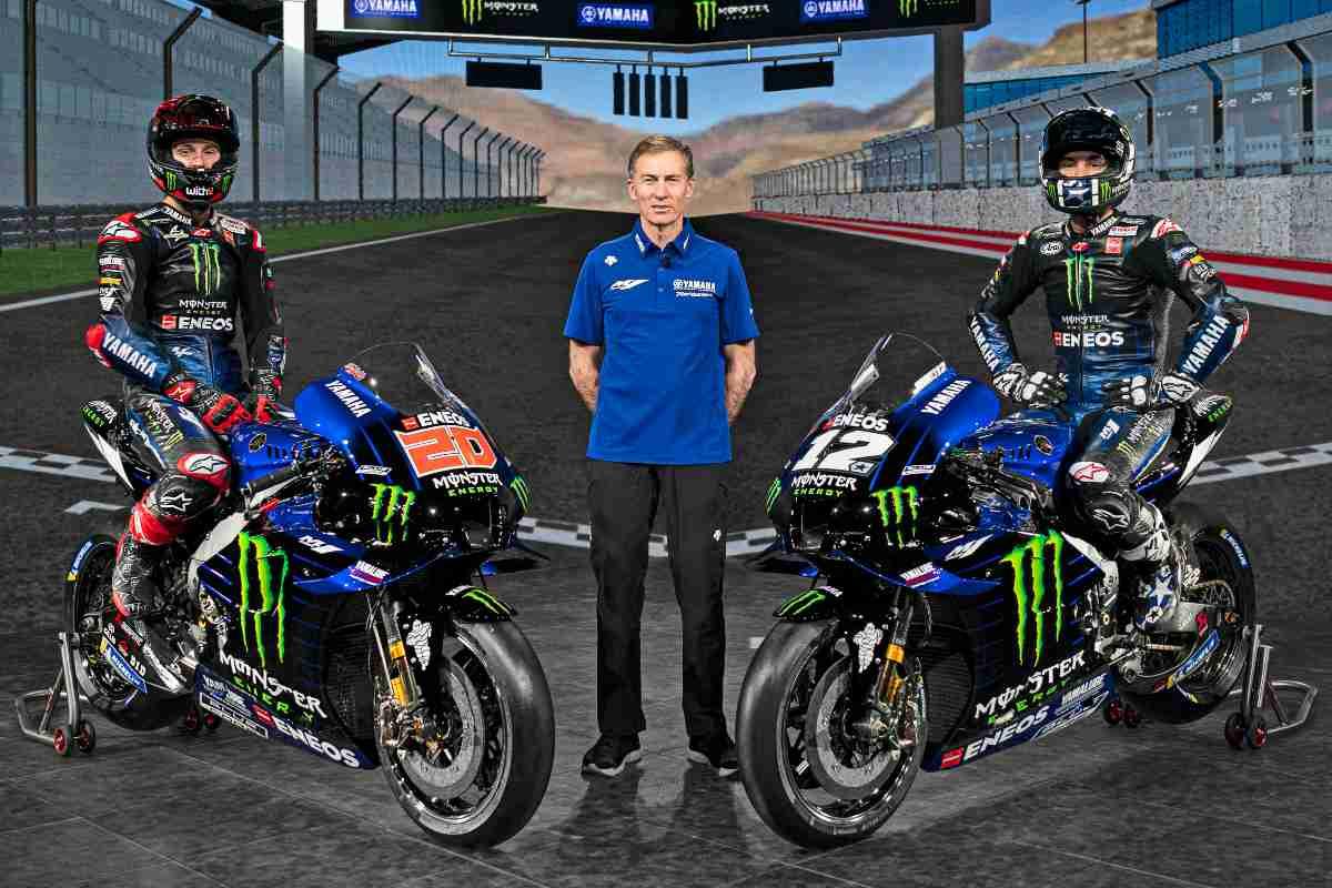 Il team principal Lin Jarvis al centro dei due piloti Fabio Quartararo e Lin Jarvis