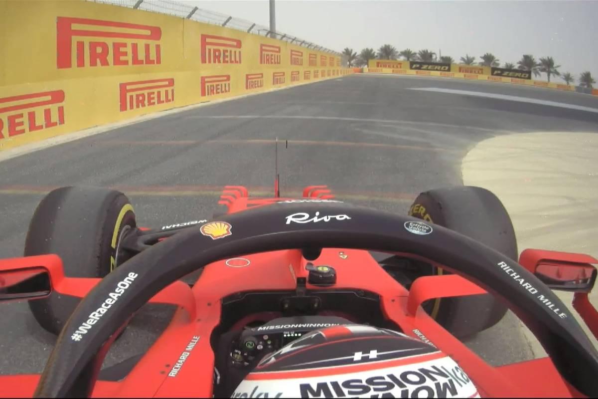 La Ferrari di Charles Leclerc si ferma a bordo pista nei test F1 a Sakhir, in Bahrain