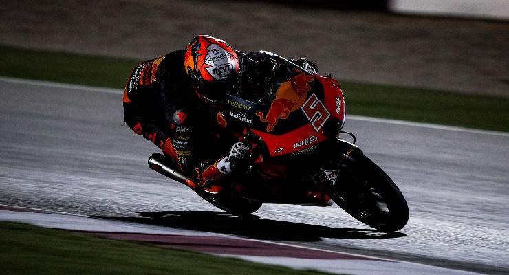 Jaume Masia sulla Red Bull Ktm Ajo nei test Moto3 di Losail, in Qatar