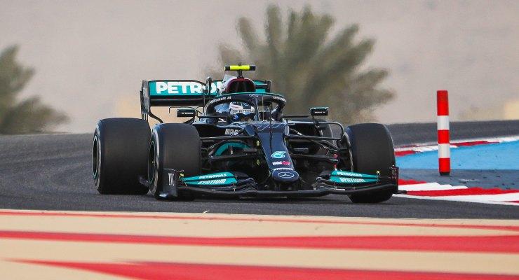 Valtteri Bottas in pista nei test F1 di Sakhir in Bahrain
