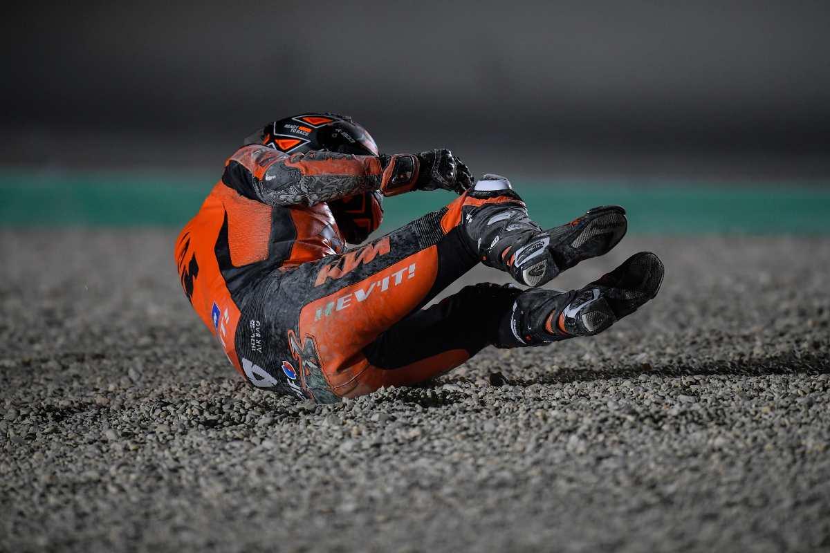 Danilo Petrucci cade nel corso del Gran Premio del Qatar di MotoGP 2021 a Losail