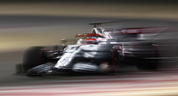 La Alfa Romeo di Kimi Raikkonen in pista nei test F1 di Sakhir, in Bahrain