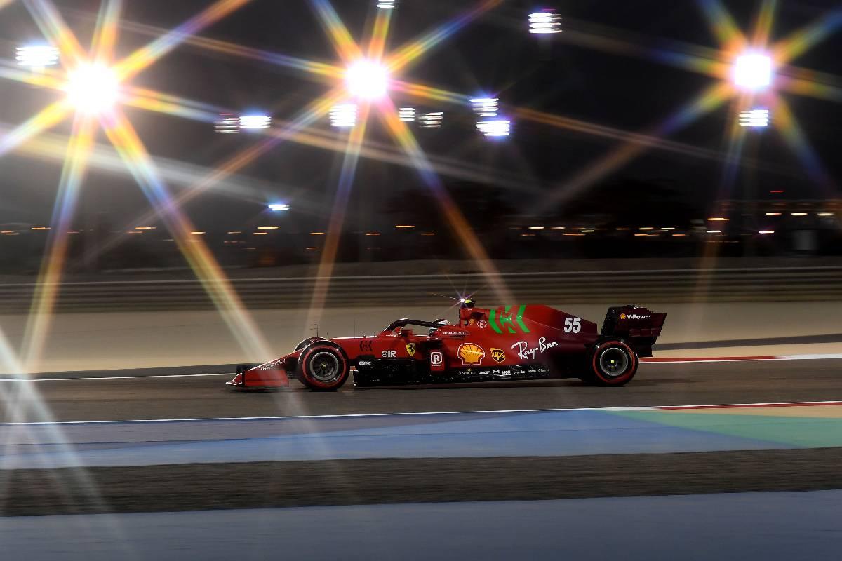 Carlos Sainz in pista nel Gran Premio del Bahrain di F1 2021 a Sakhir