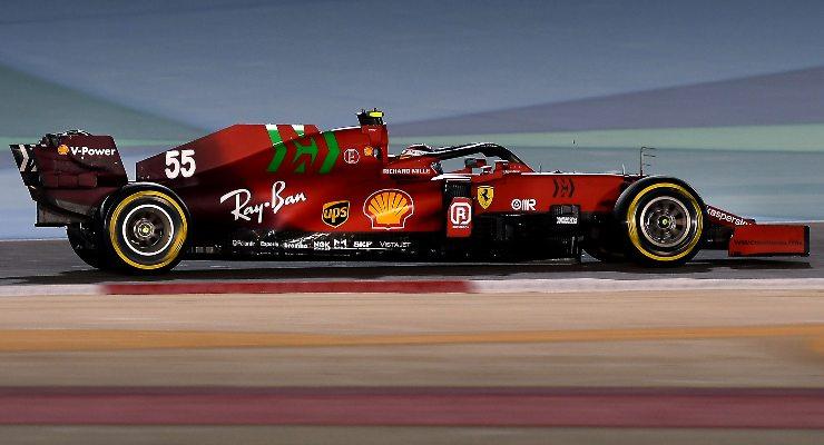 Carlos Sainz in pista nelle prove libere del Gran Premio del Bahrain di F1 2021 a Sakhir