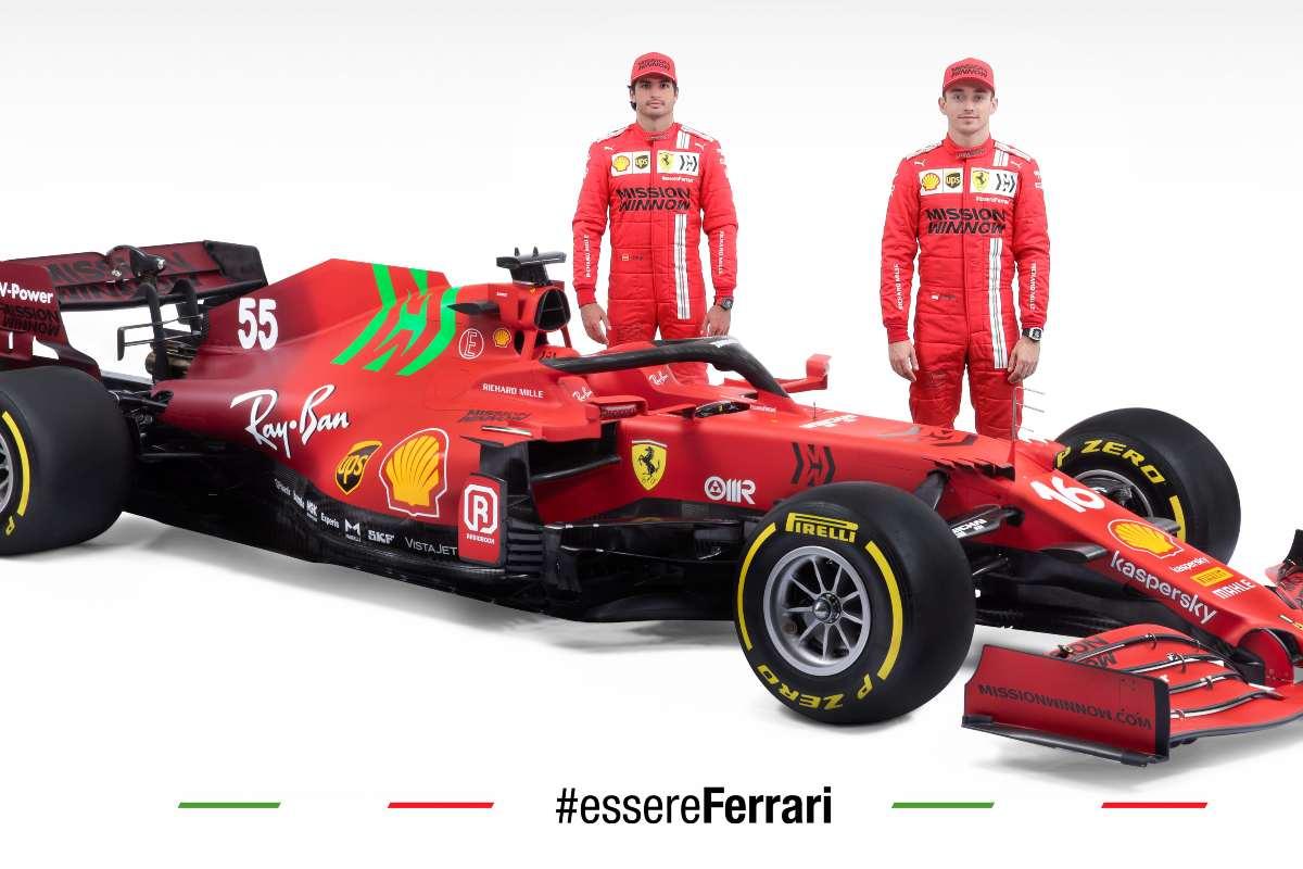 I due piloti Charles Leclerc e Carlos Sainz con la Ferrari SF21