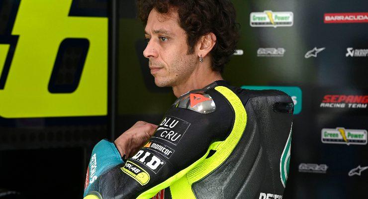 Valentino Rossi ai box nei test MotoGP in Qatar