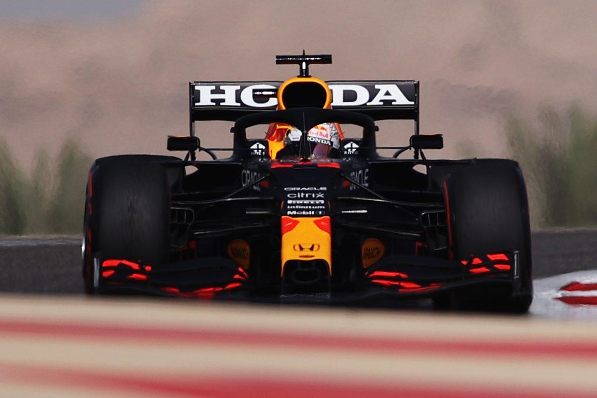 Max Verstappen in pista nelle prove libere del Gran Premio del Bahrain di F1 2021 a Sakhir
