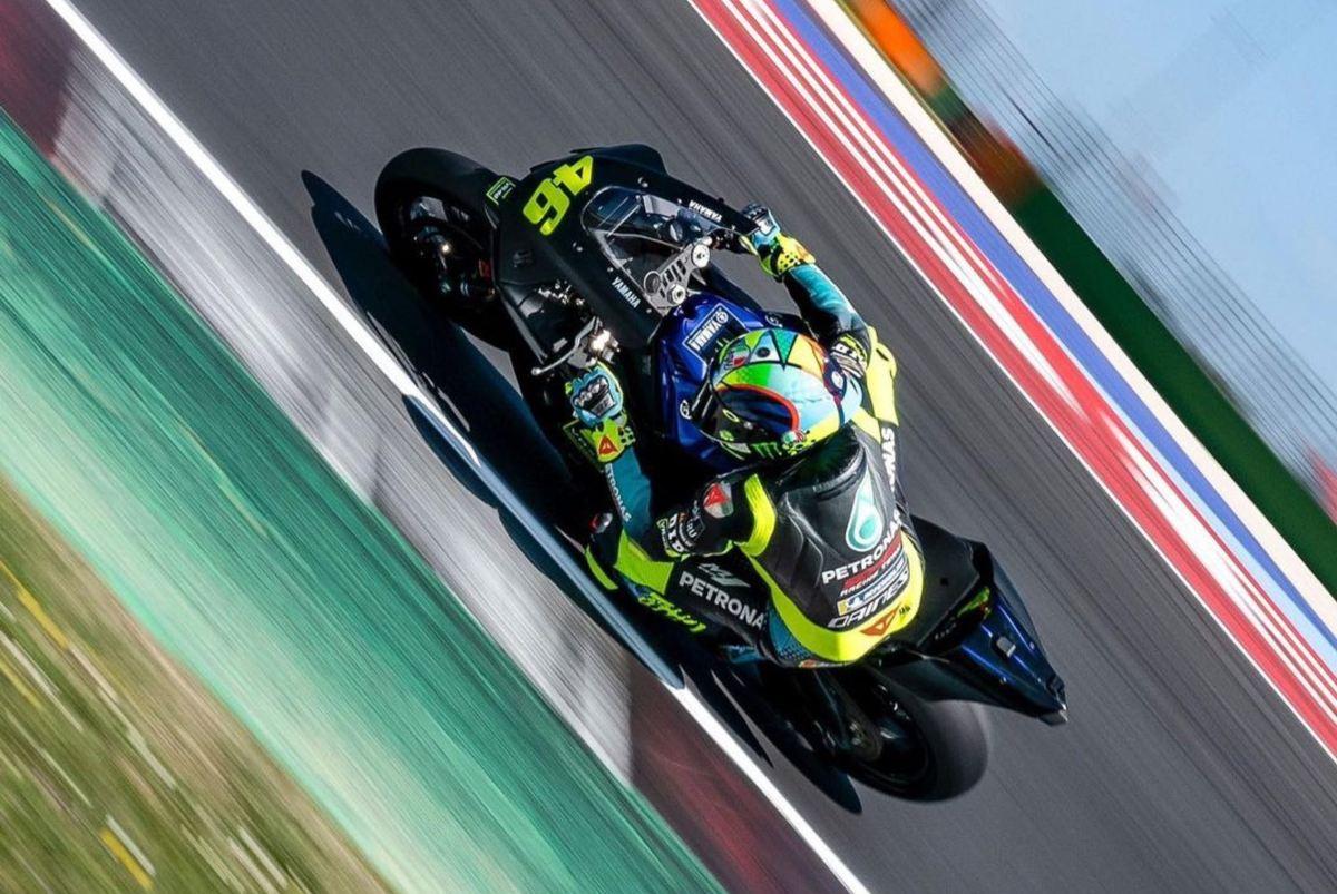 Valentino Rossi con la R1