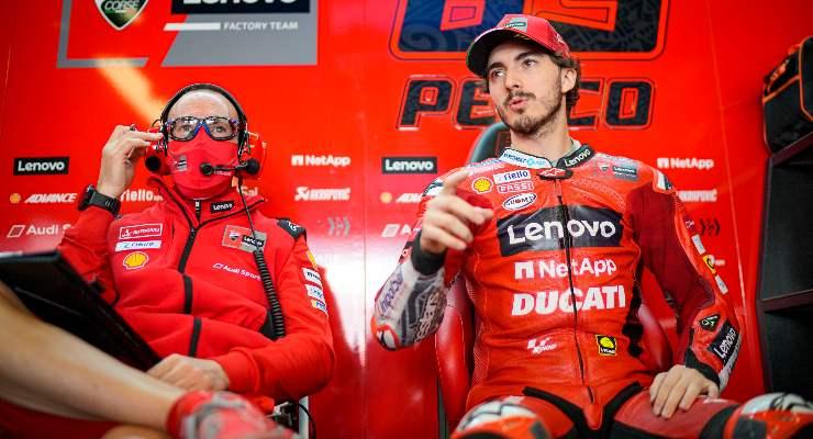 Pecco Bagnaia ai box nel Gran Premio del Portogallo di MotoGP 2021 a Portimao