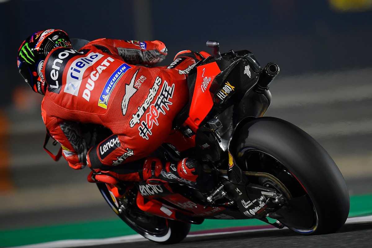 Pecco Bagnaia sulla sua Ducati nelle prove libere del Gran Premio di Doha di MotoGP 2021 a Losail