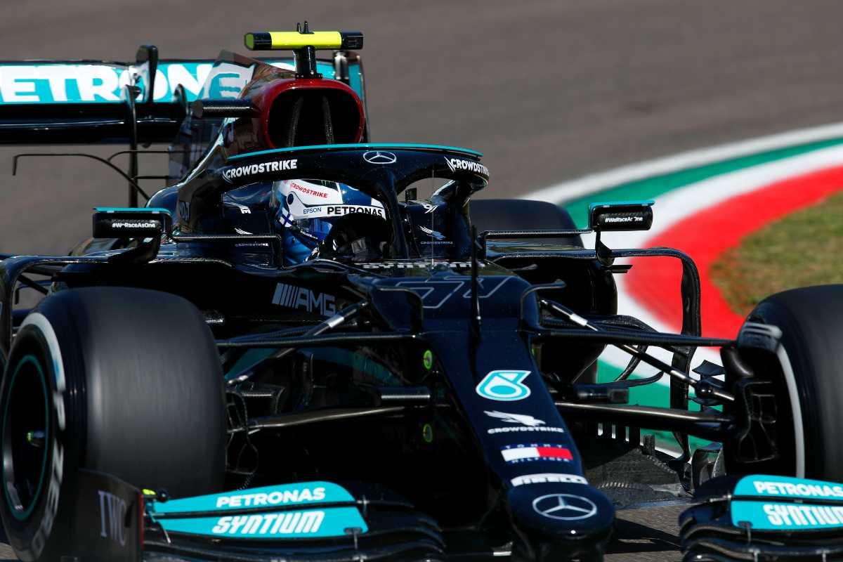 Valtteri Bottas in pista al Gran Premio dell'Emilia Romagna di F1 2021 a Imola
