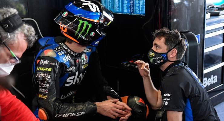 Luca Marini ai box nel Gran Premio del Portogallo di MotoGP 2021 a Portimao