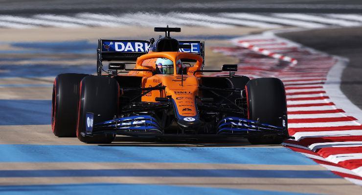 Daniel Ricciardo in pista sulla McLaren al Gran Premio del Bahrain di F1 2021 a Sakhir