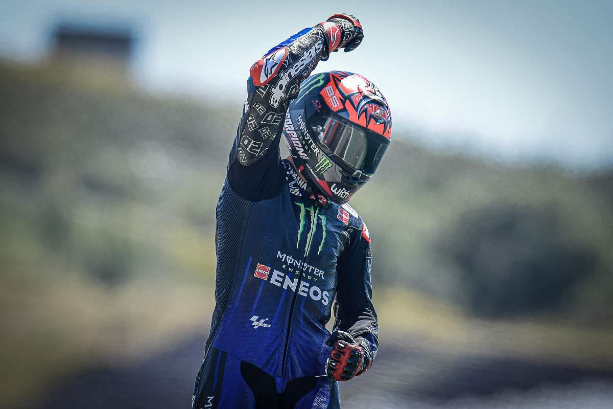 Fabio Quartararo festeggia la vittoria al Gran Premio del Portogallo di MotoGP 2021 a Portimao