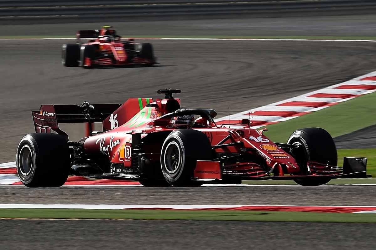 Charles Leclerc davanti a Carlos Sainz nel Gran Premio del Bahrain di F1 2021 a Sakhir