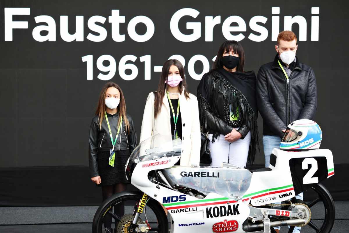 La famiglia Gresini al minuto di silenzio durante il Gran Premio dell'Emilia Romagna di F1 2021 a Imola