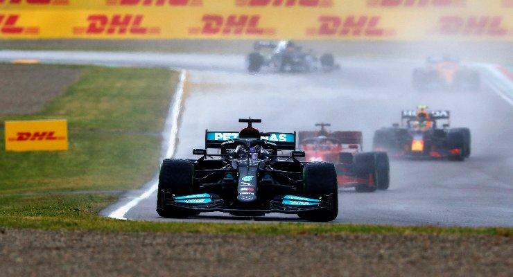 Lewis Hamilton in pista al Gran Premio dell'Emilia Romagna di F1 2021 a Imola