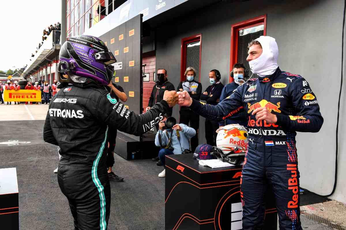 Lewis Hamilton e Max Verstappen in parco chiuso al Gran Premio dell'Emilia Romagna di F1 2021 a Imola
