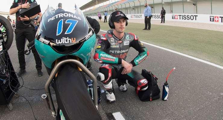 John McPhee sulla griglia di partenza del Gran Premio di Doha di Moto3 a Losail