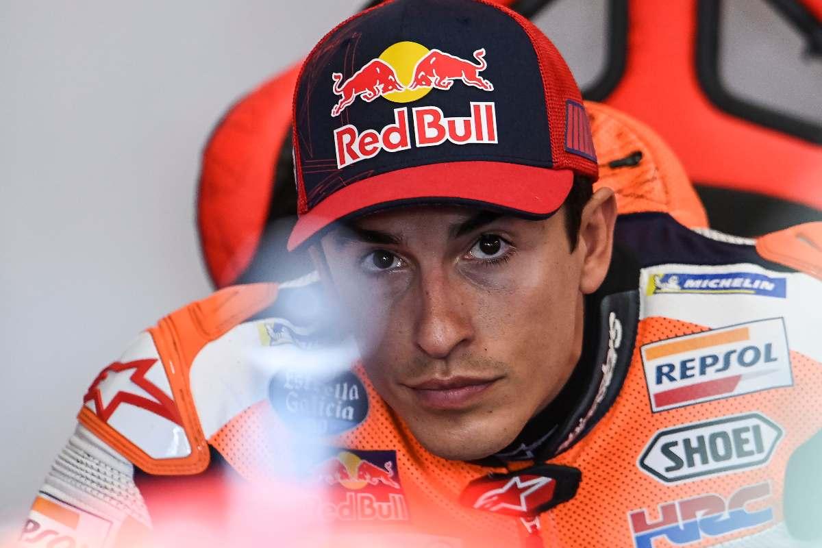Marc Marquez ai box della Honda nel Gran Premio di Spagna di MotoGP 2021 a Jerez