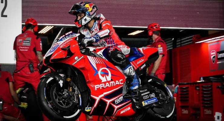 Jorge Martin sulla Ducati del team Pramac in pista nel Gran Premio di Doha di MotoGP 2021 a Losail