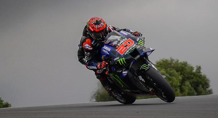 Fabio Quartararo su Yamaha in pista nel Gran Premio del Portogallo di MotoGP 2021 a Portimao