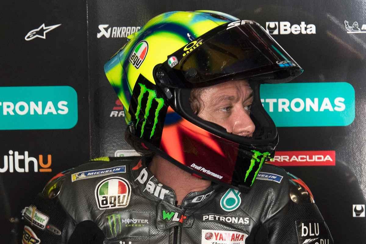 Valentino Rossi ai box Petronas nel Gran Premio del Portogallo di MotoGP 2021 a Portimao