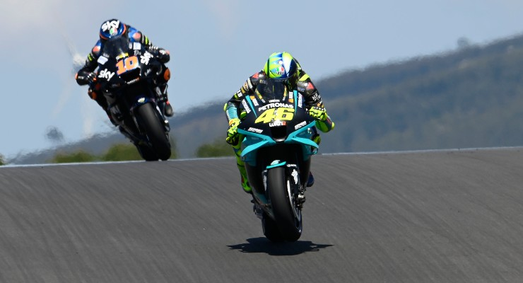 Valentino Rossi in pista sulla sua Yamaha al Gran Premio del Portogallo di MotoGP 2021 a Portimao