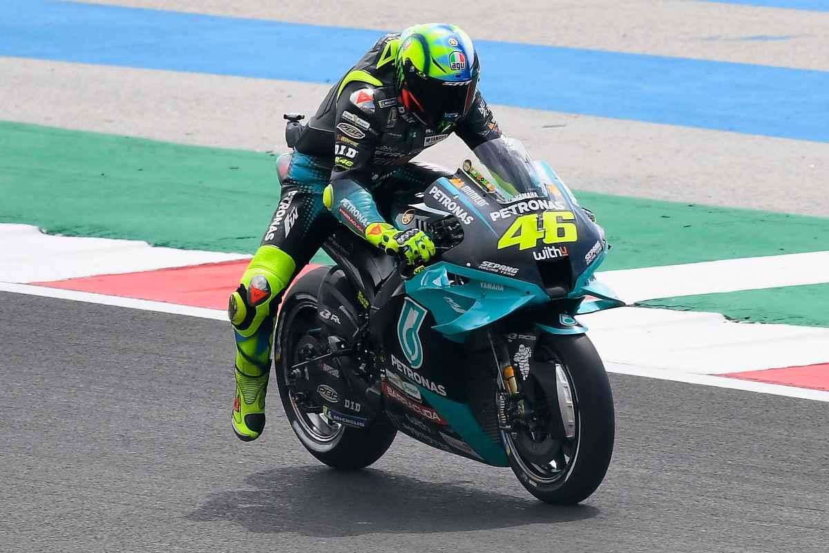 Valentino Rossi in sella alla Yamaha Petronas nel Gran Premio del Portogallo di MotoGP 2021 a Portimao