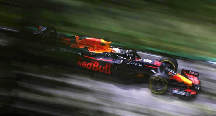 Max Verstappen in pista nel Gran Premio dell'Emilia Romagna di F1 2021 a Imola