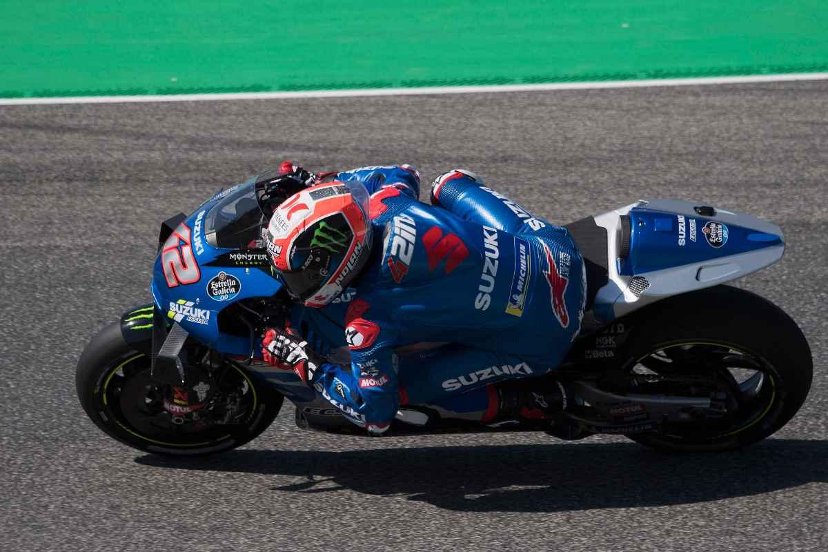 Alex Rins in pista sulla Suzuki nel Gran Premio d'Italia di MotoGP 2021 al Mugello