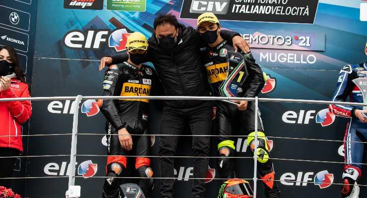 Pietro Bagnaia sul podio del Civ Moto3 al Mugello con Elia Bartolini e Alberto Surra