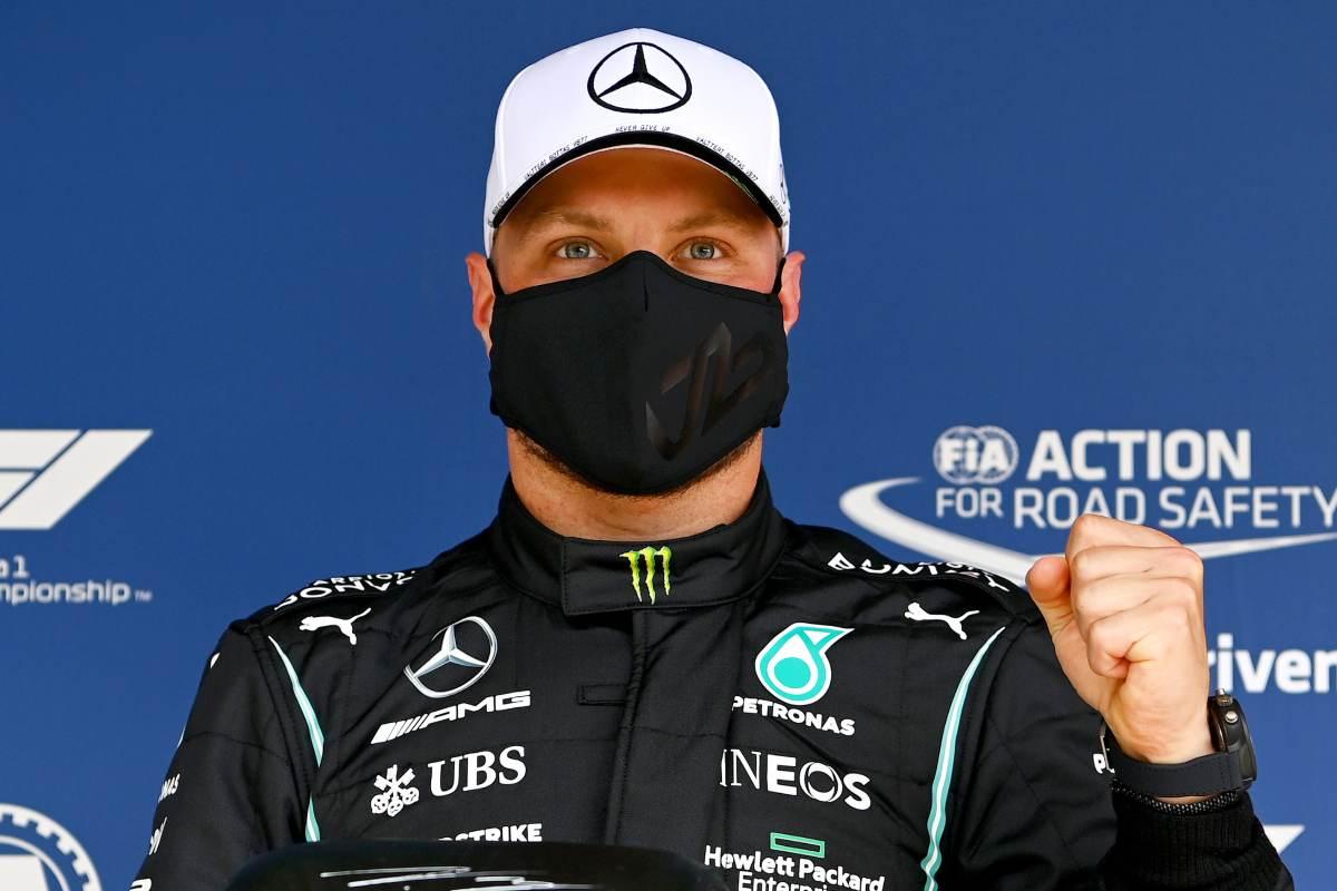 Valtteri Bottas festeggia la pole position nel Gran Premio del Portogallo di F1 2021 a Portimao