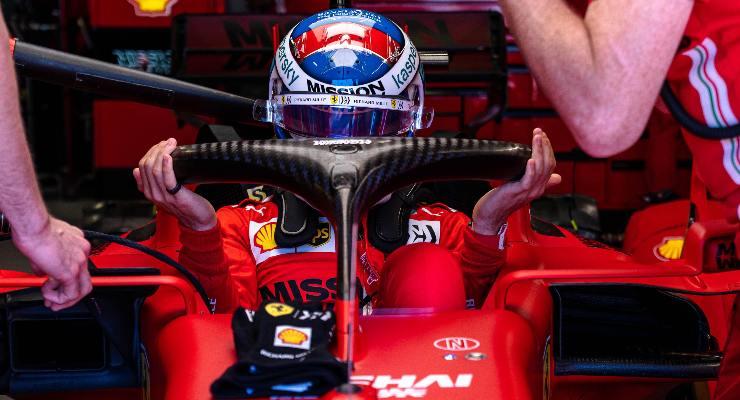 Charles Leclerc ai box del Gran Premio di Montecarlo di F1 2021 a Monaco (Foto Ferrari)
