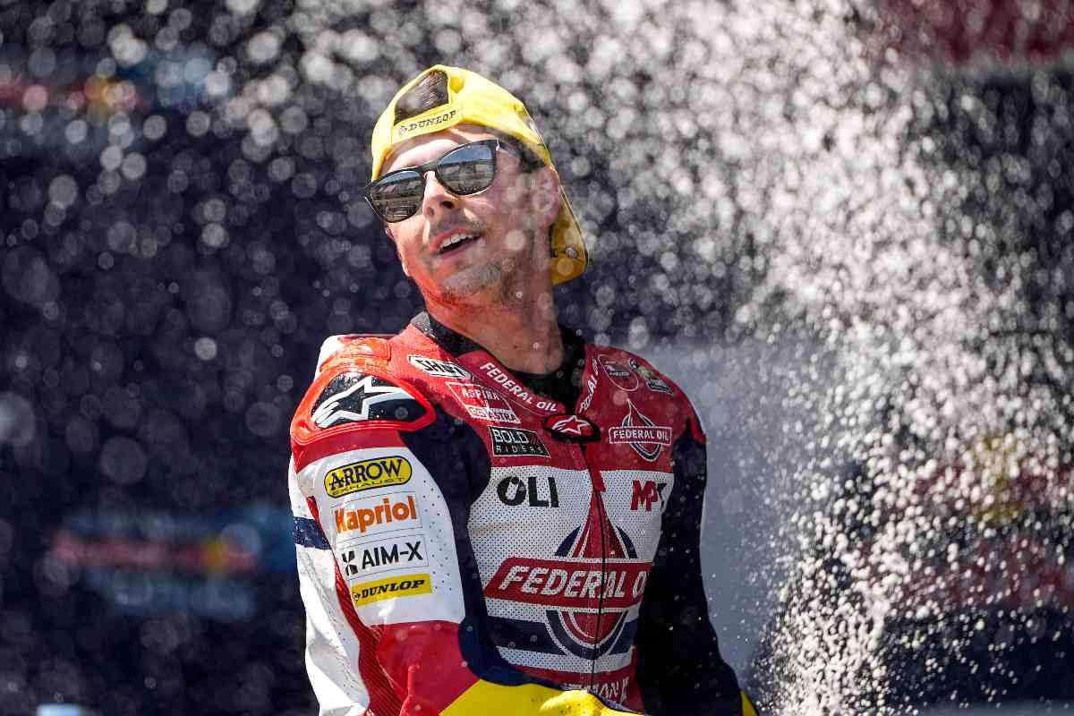 Fabio Di Giannantonio sul gradino più alto del podio del Gran Premio di Spagna di Moto2 2021 a Jerez