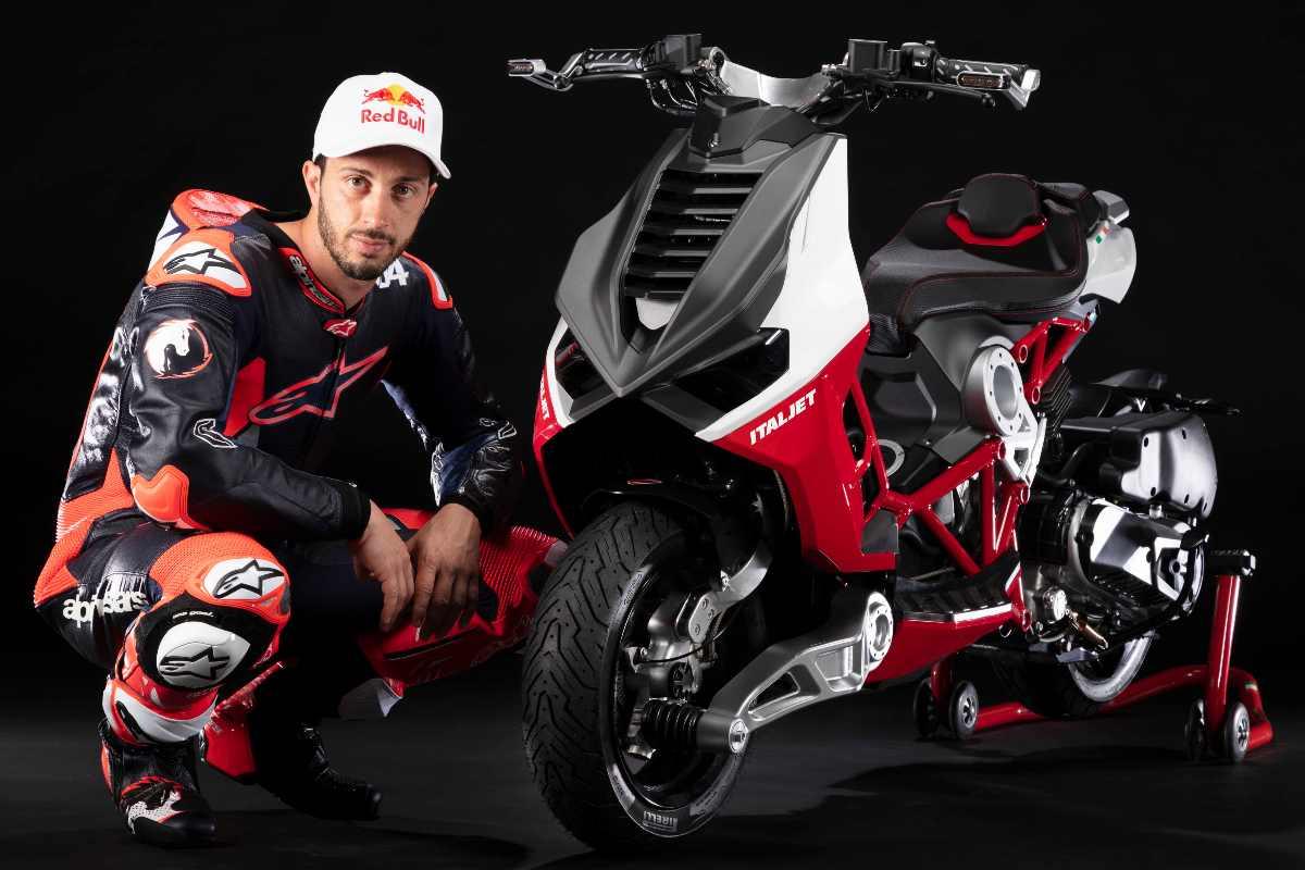 Andrea Dovizioso con lo scooter Dragster